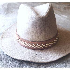 BCBG || chapeau